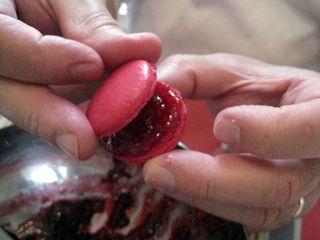 Macarons-framboises-assemblage