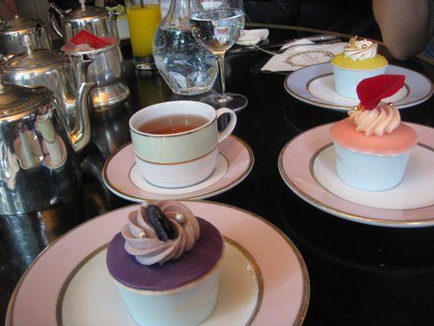 Cupcakes-laduree-table