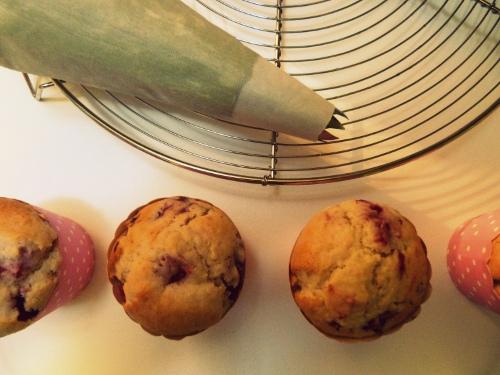 Cupcakes-framboises-pistache-nappage